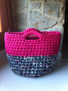HandBag made with Fabric Yarn. Crochet Clutch, Crochet Fabric, Fabric Yarn, Crochet Handbags, Crochet Gifts, Knit Crochet, Purse Patterns, Crochet Patterns, Yarn Bag