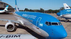Aerolíneas Argentinas sostuvo que el paro dispuesto por la CGT para el 6 de abril le significará a la empresa, que cuenta con subsidios del Estado Nacional, una pérdida de alrededor de 112 millones de pesos y que el cese de actividades afectará a 20.000 personas que ya compraron sus pasajes.   #economía #PARO CTA #PASAJEROS AEROLINEAS