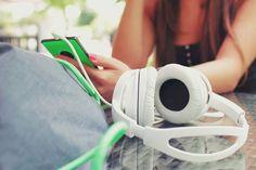 Słuchawki nauszne nie tylko świetnie separują dźwięk ale  sprawiają, że jeszcze bardziej możesz poczuć każdą melodię. To dobry wybór do wielu zastosowań: do komputera, telewizora, do oglądania filmów, grania w gry, słuchania muzyki, do biegania i do wielu innych aktywności.  Najlepszy sprzęt w najlepszych cenach wyprzedażowych✂ ✂
