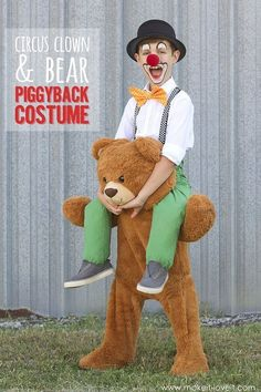 halloween costumes Tutorial: DIY piggyback circus clown and bear This piggyback circus clown and bear costume is cracking me up, and thats just seeing the photos. Im sure its even better in person! Ashley from Make It and Love It created i Halloween Infantil, Halloween Circus, Circus Clown, Diy Halloween Costumes, Holidays Halloween, Halloween Crafts, Halloween Decorations, Halloween Party, Clown Costumes Kids