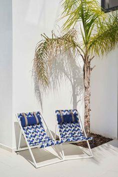 De Acrisol collectie biedt een groot scala aan combinatiemogelijkheden met uni's, strepen en bloemmotieven. Dit geeft je de mogelijkheid om een persoonlijke tint aan je binnen- en buitenleefruimte te geven. Tint, Groot, Outdoor Furniture, Outdoor Decor, Sun Lounger, Modern, Design, Home Decor, Chaise Longue