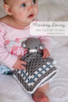 A monkey lovey makes the sweetest little companion. This free crochet pattern is great for beginners! Crochet Video, Quick Crochet, Crochet Round, Crochet Basics, Single Crochet, Crochet Monkey, Crochet Baby Toys, Crochet Rabbit, Crochet Children