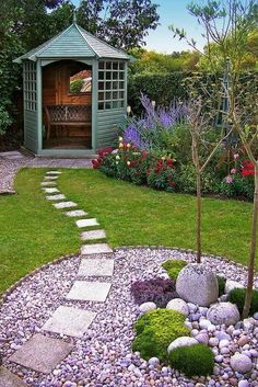 13 Farmhouse Front Yard, Side Yard, and Back Yard Ladscaping Design Ideas