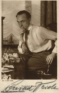 Conrad Veidt Gepinnt von Gabi Wieczorek auf Faces - What can you see? Sigmund Freud, Hollywood Walk Of Fame, In Hollywood, Classic Hollywood, I Dont Trust You, Conrad Veidt, The Man Who Laughs, Vintage Gentleman, Actors Male