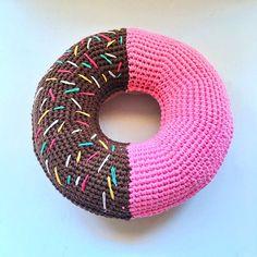 Giant crochet donut pattern - assebly - finished