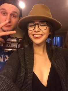 P I N T E R E S T / / @amoonlitbadland Cute Girl With Glasses, Cute Glasses, Glasses Outfit, Fashion Eye Glasses, Ig Girls, Fake Girls, Acacia Brinley Tumblr, Acacia Clark, Eyewear Trends