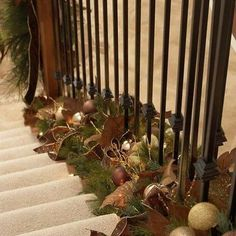 I love this idea of using garland on the bottom portion of the stairs. 🎅🏼🎄#christmas #holidaydecor #garland #coolidea