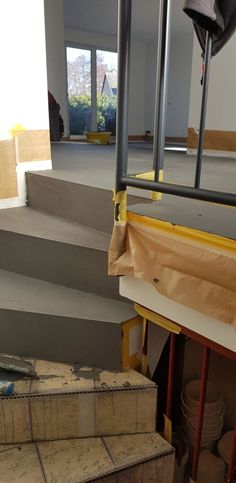 Fugenloser Spachtelboden in Betonoptik - DER GESTALTUNGSMALER - #Betonoptik #der #Fugenloser #GESTALTUNGSMALER #produkte #Spachtelboden Hallway Decorating, House, Comfy Bedroom, Fixer Upper, New Homes, Home Decor, House Interior, Interior Staircase, Stairs