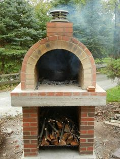 Four à pizza bois : Four à pizza bois : The Creagioli Family Wood Fired DIY Brick Pizza Oven in Ill. Four à pizza bois : The Creagioli Family Wood Fired Wood Oven, Wood Fired Oven, Wood Fired Pizza, Barbecue Four A Pizza, Pizza Oven Outdoor, Outdoor Cooking, Brick Oven Outdoor, Outdoor Kitchens, Outdoor Rooms