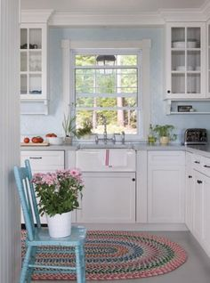<3 just add butcher block counters and nix the blue walls for grey or cream:)