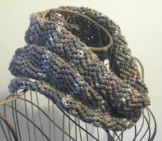 Crooked Creek Cowl - says its a 2 evening project. Uses 1 skein (100 gram) but I think I can read the pattern :)