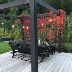 Pergola patio Pergola Backyard garden design Backyard landscaping designs Patio gazebo Rustic pergola - S ljarens sommarbild - Pergolapatio