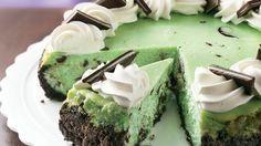 Chocolate Grasshopper Cheesecake... this looks sooo goood!