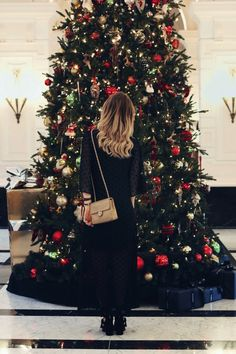 THE CHRISTMAS DRESSING GUIDE PART 3: DINNER - Queen of Jet Lags | Queen of Jet Lags