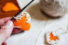 decorazioni bucce arancia, bucce arancia essiccate, tag pacchetti regali fai da te, decorazioni natale fai da te, decorazioni per albero con le arance,