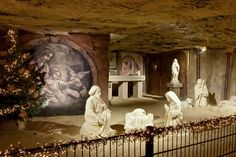 alkenburg's most popular attractions lie below ground, in the area's renowned caves. Here, fascinating Nativity scenes carved from marlstone draw attention. Christmas Nativity, Christmas Love, A Christmas Story, Christmas Photos, Beautiful Christmas, Victoria Magazine, Christmas Wonderland, City Streets, Netherlands