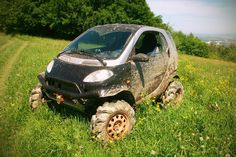 So you think Smart Fortwo is for wuss? Well, it might be true as it is a city car after all, but when Ukrainian Gerogiy Kosilov sat in one, he thought otherwise. A train of Smart Fortwo, Weird Cars, Cool Cars, Crazy Cars, Offroad, Smart Car Body Kits, Smart Roadster, Van Car, Lifted Cars