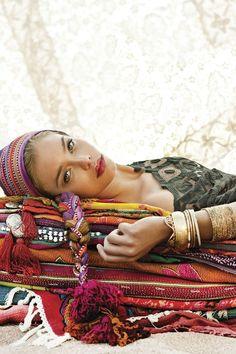 Take a nap in true boho style :-) Hippie Chic, Hippie Bohemian, Boho Gypsy, Boho Chic, Bohemian Culture, Gypsy Chic, Bohemian Living, Bohemian Fashion, Turbans