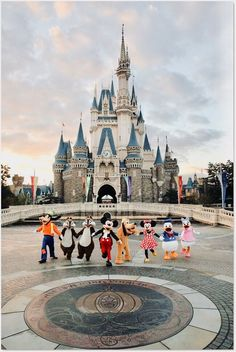 Welcome to Walt Disney World. Come and enjoy the magic of Walt Disney World Resort in Orlando, FL. Plan your family vacation and create memories for a lifetime. Disney World Fotos, Disney World Pictures, Disney Worlds, Disney Parks, Disney Pixar, Disney World Characters, Disney Mickey Mouse, Mickey Mouse Tumblr, Minnie Mouse