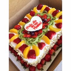 New cake birthday betun ideas Holiday Desserts, Holiday Baking, Cake Boarders, Cake Mix Muffins, Fruit Birthday Cake, Fresh Fruit Cake, Gourmet Cakes, Tres Leches Cake, New Cake
