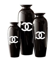 Chanel inspired vases (3) I love how this takes a basic black case and elevates it to look chic! #vases #black #chanel
