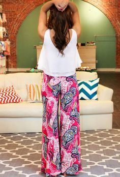 Pink and paisley palazzo pants things to wear брюки Casual Outfits, Cute Outfits, Fashion Outfits, Fashion 2018, Fashion Wear, Fashion Pants, Fashion Trends, Work Attire Women, Plazzo Pants