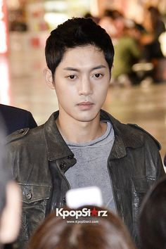 Bae Yong Joon and Kim Hyung Joong Leave for 'The 10th Anniversary Hallyu Awards' in  Haneda, Japan - Oct 19, 2013 [PHOTOS] More: http://www.kpopstarz.com/articles/46399/20131022/bae-yong-joon-kim-hyun-joong-airport-fashion-photoslide.htm