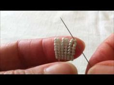 HERRİNGBONE TEKNİĞİ - YouTube Seed Bead Tutorials, Diy Jewelry Instructions, Jewelry Making Tutorials, Beading Tutorials, Beading Patterns Free, Jewelry Patterns, Bracelet Patterns, Seed Bead Jewelry, Beaded Jewelry