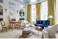 Galerie spoke to many of Kips Bay's 23 designers, including Christopher Peacock, Jeff Lincoln, Paloma Contreras, and Vicente Wolf. Kips Bay Showhouse, Top Interior Designers, Architectural Digest, Interiores Design, Beautiful Homes, House Beautiful, Beautiful Interiors, Master Bedroom, Design Inspiration