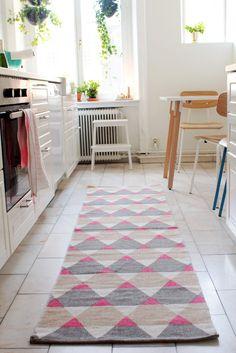 en matta i köket.