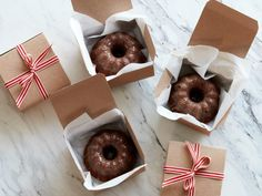 (cute packaging idea for gift-giving) Sticky Toffee Mini Bundt Cakes recipe via Food Network Dessert Packaging, Bakery Packaging, Cookie Packaging, Box Packaging, Skincare Packaging, Food Cakes, Bundt Cakes, Mini Bundt Cake, Sticky Toffee
