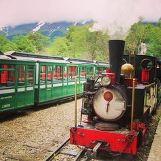 #ushuaia #argentina #tierradelfuego #travelgram #traveling #train #treno #trem #viagens #viaggio #igersargentina #picoftheday #instadaily #vscocam #vsco #landscape #bellavista #ilovetravelling #tchutchutrain by my.life.in.pieces