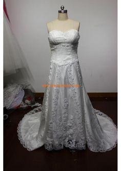 Robe de mariée bustier en coeur organza applique de dentelle