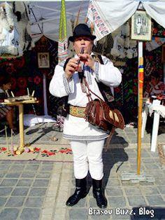 11.05.2012, Târg de turism în Piața Sfatului din Brașov.