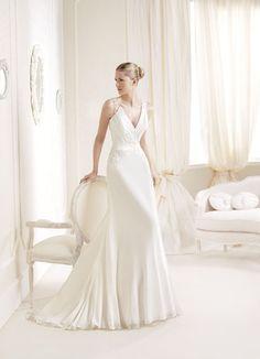 Pronovias Off White Chiffon Iara Feminine Wedding Dress Size 8 (M) off retail La Sposa Wedding Dresses, Wedding Dress Organza, Wedding Dress Train, Luxury Wedding Dress, Wedding Dress Sizes, Inexpensive Wedding Dresses, Unconventional Wedding Dress, Cheap Wedding Dress, A Line Bridal Gowns