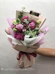 Pin by Feryal Ildeniz on Birthday Cards Flower Bouquet Diy, Bouquet Wrap, Hand Bouquet, Floral Bouquets, Flower Vases, Flower Pots, How To Wrap Flowers, Bunch Of Flowers, Faux Flowers
