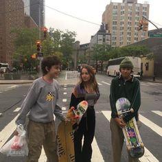 Skater Girl Outfits, Skater Boys, Teenage Dirtbag, Need Friends, Mode Streetwear, Friend Goals, Teenage Dream, Indie Kids, Friend Pictures
