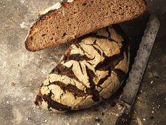 Roggen-Sauerteigbrot ist ein Rezept mit frischen Zutaten aus der Kategorie Brot. Probieren Sie dieses und weitere Rezepte von EAT SMARTER!