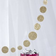 This sparkling gold confetti garland is the perfect way to 'glam' up any party!The garland is 2 metres in length and is a great alternative to the traditional bunting. Ideal for a birthday party, baby shower, new years party, barbeque, picnic, event or any special occasion. You could also use it as a backdrop at a sweetie buffet or dessert table? This is ideal to use for parties and also weddingsPaper and string.Measures 2 metres.