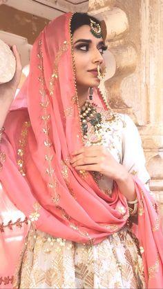 🥰ਸ਼aਵia ਖaਤੂun🥰 Indian Dress Up, Indian Attire, Indian Outfits, Indian Clothes, Pakistani Wedding Outfits, Bridal Outfits, Pakistani Dresses, Pakistani Bridal, Bridal Lehenga