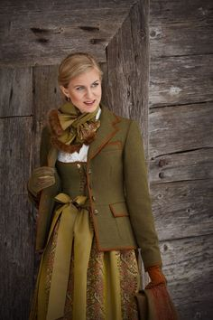 Susanne Spatt - Tradition neu erleben - Trachtenbibel When elegant cuts are combined with extraordin Folk Fashion, Womens Fashion, Couture, Dirndl Dress, German Women, Winter Mode, Folk Costume, Country Outfits, Mode Inspiration