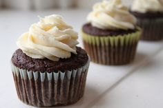 100 Calorie Moist Chocolate Cupcakes via Can You Stay for Dinner?