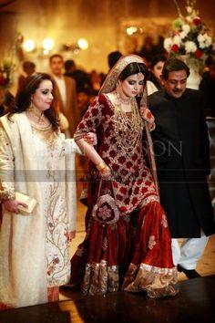 Traditional Look Pakistani Bridal Gharara Collection – Designers Outfits Collection Pakistani Bridal Jewelry, Pakistani Wedding Outfits, Bridal Outfits, Pakistani Dresses, Indian Bridal, Indian Dresses, Indian Outfits, Bridal Lehenga, Eid Outfits