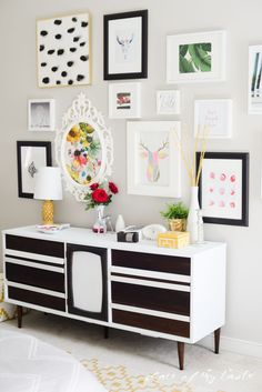 Gallery walls can add the very chic touch your room was looking for! Get inspired here. #GalleryWalls #PictureFrameDIY