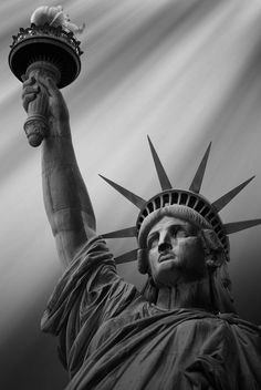 Statue Of Liberty Drawing, Statue Of Liberty Tattoo, Liberty Statue, Black And White Photo Wall, Photo Black, Join Or Die Tattoo, Og Abel Art, Ancient Greek Sculpture, Pocket Watch Tattoos