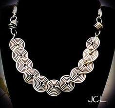 Coiled statement necklace with celtic knots in silver Wire Jewelry Making, Jewelry Making Tutorials, Wire Jewellery, Aluminum Wire Jewelry, Owl Jewelry, Silver Jewelry, Jewelry Ideas, 49er, Homemade Jewelry