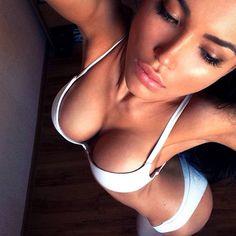 Sexy Mädel mit festen grossen Brüsten
