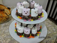 Yemek ,hamur işleri ve örgü tarifleri ile yaşamdan notlarla ilgili bir blog Chocolate Covered Treats, Hot Wheels Birthday, Mini Cheesecakes, Birthday Party Themes, First Birthdays, Food And Drink, Ice Cream, Pudding, Baby Shower