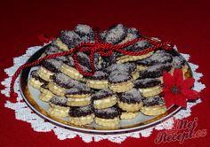 Pudinkové slzičky s mandlovým krémem | NejRecept.cz Dessert Recipes, Desserts, Christmas Cookies, Waffles, Sweet Tooth, Cheesecake, Pie, Breakfast, Food