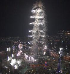 Le plus haut, le plus grand.  Le réveillon de la démesure a bien eu lieu à Dubaï, après le sapin de Noël de son voisin Abu Dhabi à 11 millions de dollars, Dubaï a offert un feu d'artifice à 6 millions de dollars.